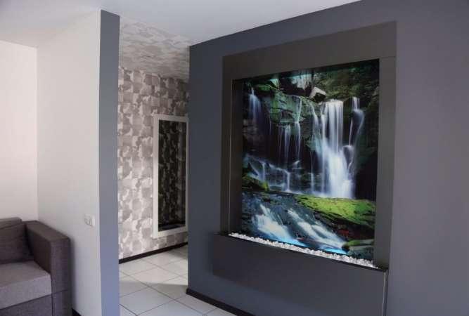 Водоспад по склу в інтер'єрі від дизайн студії Романа Москаленка - изображение 2