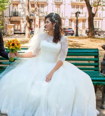 Свадебное платье с фатой для счастливого брака