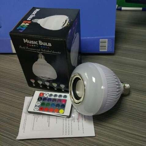 LED лампа с блютуз колонкой