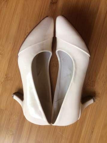 Продам туфли BodyFLIRT 36 размера женские лаковые