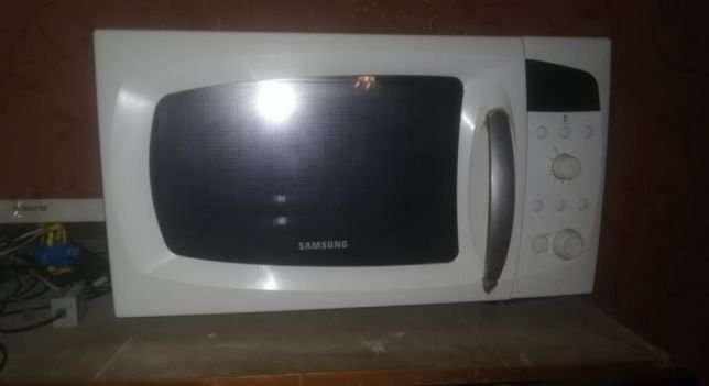 Продам дёшево микроволновую печь Samsung C 105 AR-TS