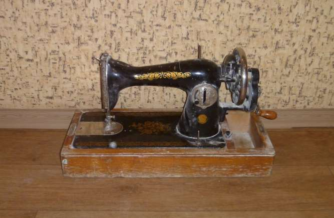 Швейная машинка с футляром