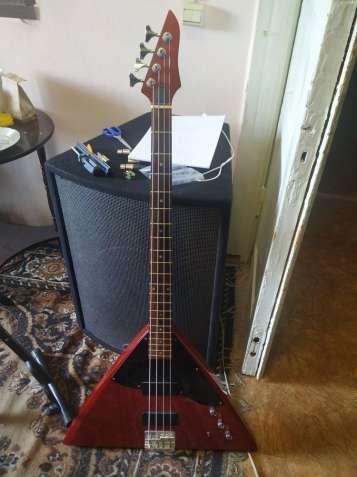 Продам бас гитару