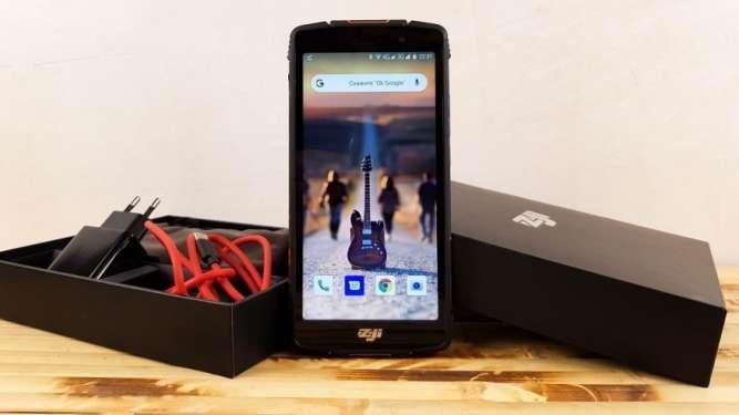 Смартфон Homtom Zoji Z11: аккумулятор 10000 мА·ч и защита IP68
