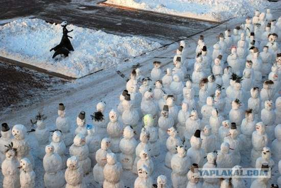 Уборка и вывоз снега, лепка снежных баб