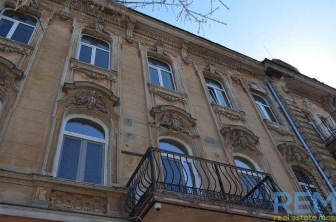 Двухуровневая квартира в самом центре Одессы с действующими каминами