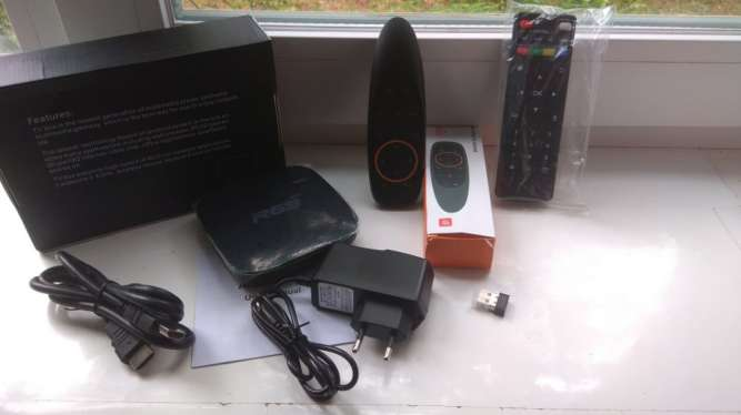 Продам смарт приставку R69 TV Box 2/16Gb Black,голосовой пульт,новое.