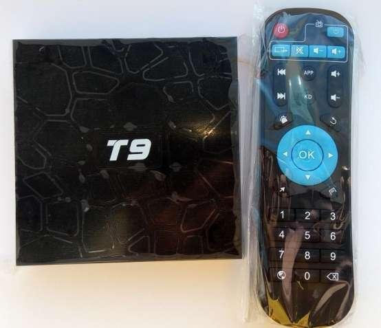 Tv Box Sunvell T9 (4 ядра RK3328, 4/32GB, Android 8, дисплей с часами)