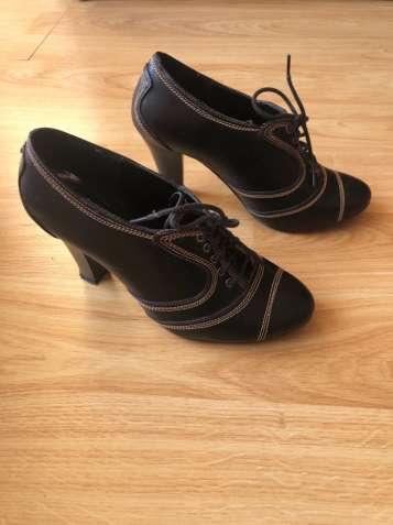 Туфлі на стійкому каблуці