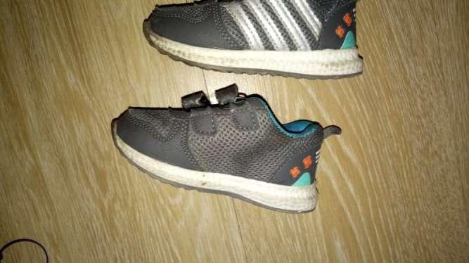 Дитячі кросовки