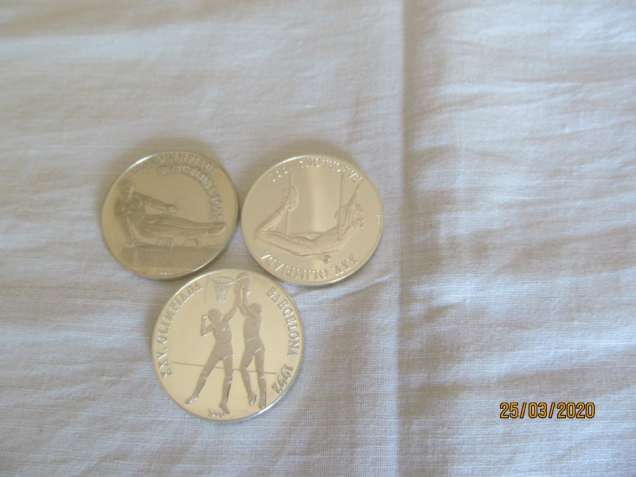 Набор серебряных кубинских монет.