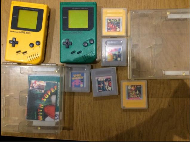 2 Nintendo GAME BOY (зелёный и желтый) + 5 игр