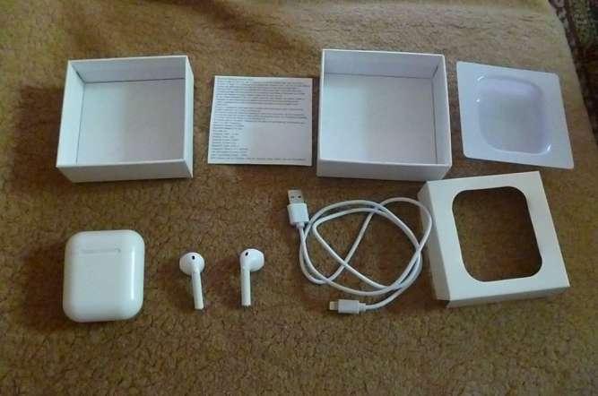 AirPods - беспроводные наушники + кабель для iPhone