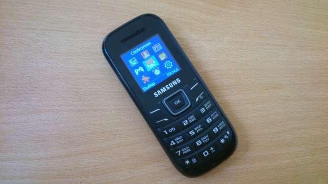 Samsung E1200м