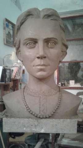 Скульптура погруддя Лесі Українки