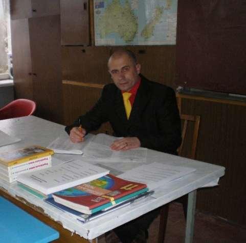 шукаю роботу вчителя української, англійської мови