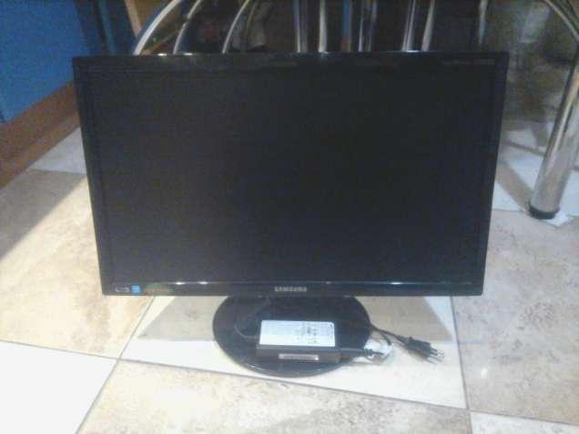 "Монитор широкоформатный LED 20"" Samsung S20B300N (VGA 1600x900)"