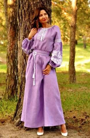 Витончена сукня лавандового відтінку з ніжною вишивкою