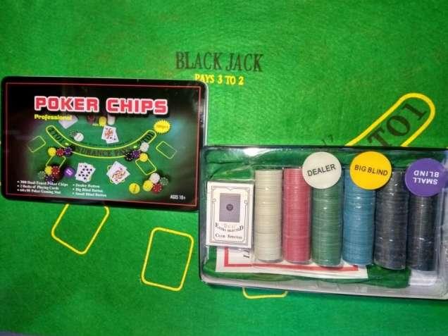 Покерный набор 300 фишек с номиналом набор для игры в покер новый