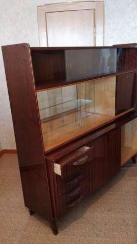 Продам набор качественной импортной полированной мебели в комнату
