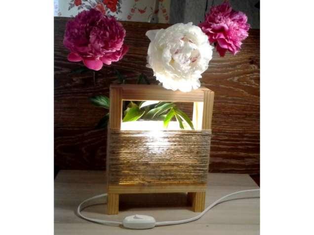 Оригинальная настольная лампа из дерева в стиле лофт