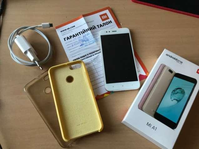 ПРОДАЮ Xiaomi Mi A1 4/64GB Gold + гарантия, 2 чехла и новое стекло