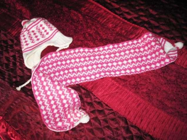 Комплект  шапка и шарф белый в розовый рисунок