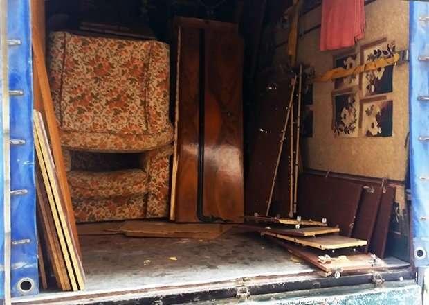Вывоз старой мебели. Утилизация мебельного хлама из квартир и офисов