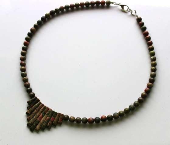 Ожерелье из самоцветов, подарок девушке, яшма унакит