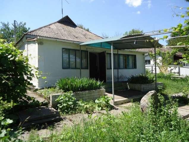 Мировка. Кирпичный дом с удобствами возле парка.