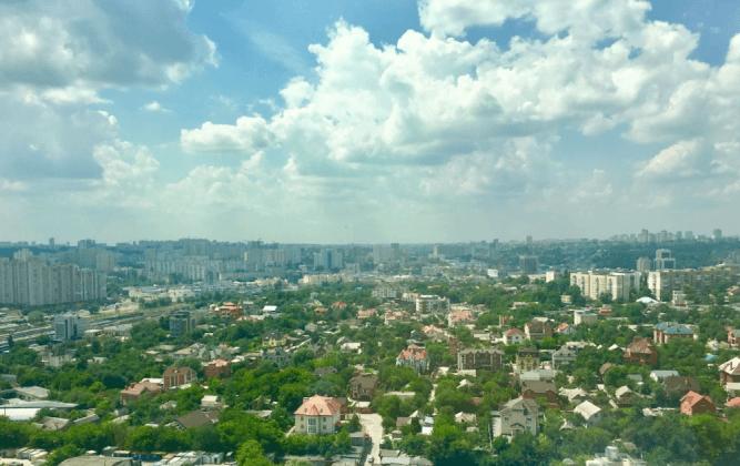 Просторная квартира на видовом этаже на Драгомирова.