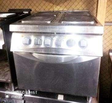 Плита Zanussi электрическая профессиональная б/у 4 конфорки с духовкой