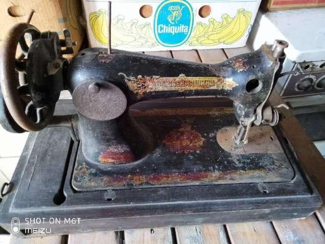 Швейная машина ГОСШВЕЙМАШИНА (Подолка, прошлого столетия)