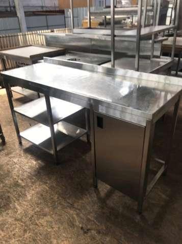 Продам бу стол из нержавеющей стали с тумбой и двумя полками