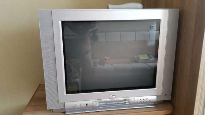 Телевизор б/у LG,диагональ 21 дюйм (54 см),плоский кинескоп,есть пульт