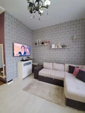 Однокомнатная квартира - студия с ремонтом в жилом массиве в центре