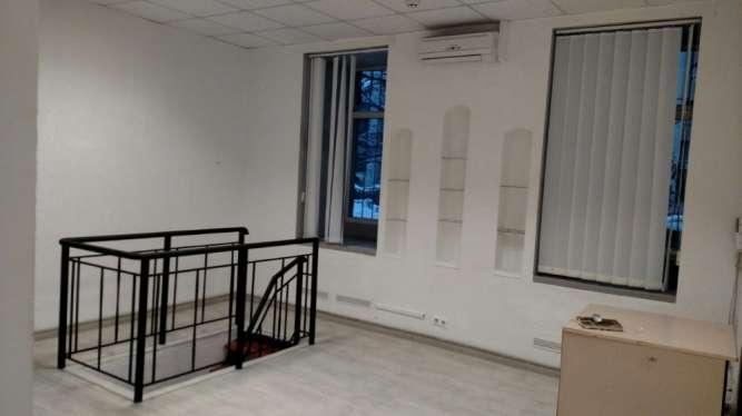 Помещение 100м2, 1-й этаж, возле метро Контрактовая площадь