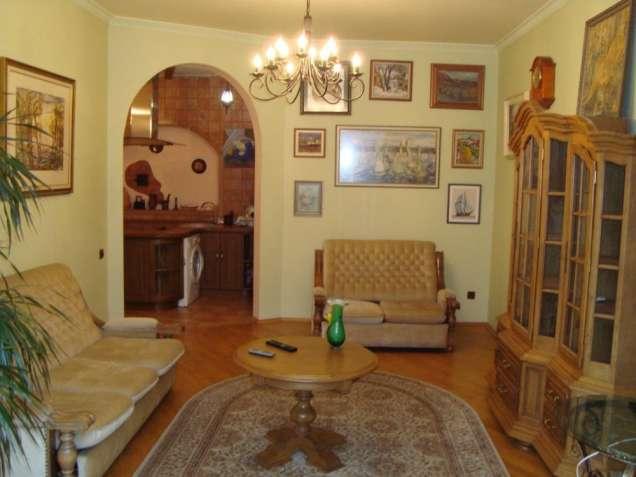 Уютная двухкомнатная на Подоле, ул. Волошская.