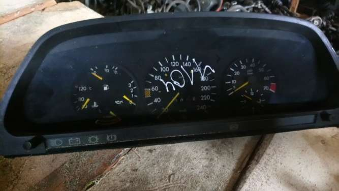 Тахометр комбинации приборов Mercedes S W126 87001108 87 001 108