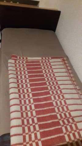 Продам кровать полуторную, с матрасом, полированную