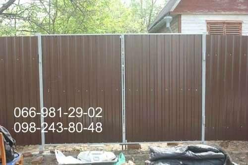 Металлопрофиль коричневого цвета глянцевый РАЛ 8017, Глянец 8017.