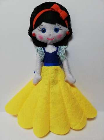 Кукла Белоснежка из фетра ручная работа