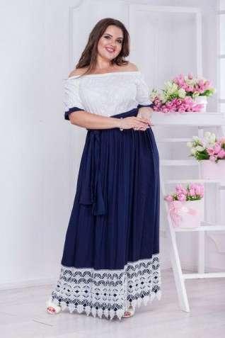 Платье темно-синего цвета с кружевом