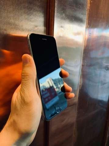 Продаю официальный iPhone 6s 64 GB с документами и подарками